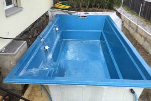Garten mit Pool - fertigen Pool versetzen